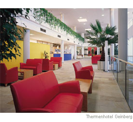Bepflanzte Lobby des Thermenhotels Geinberg